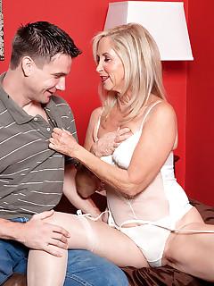 Older Women In Stockings Pics